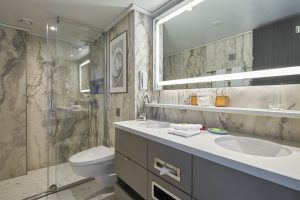 Crystal Bach Suite Bathroom